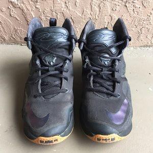 Boys Nike Lebron James Basketball Shoes size 4Y